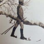Nackter Mann beim Skifahren (unbekannt)