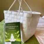 Wellnesstasche mit passender Literatur